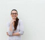 Giovane donna con sorridere di vetro Immagini Stock Libere da Diritti