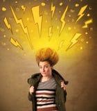 Giovane donna con stile di capelli e fulmini disegnati a mano Fotografie Stock