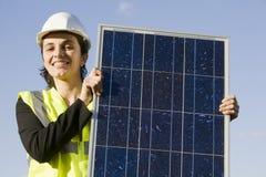 Giovane donna con un comitato solare Fotografie Stock