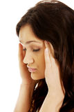 Giovane donna con un'emicrania Immagine Stock Libera da Diritti