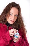 Giovane donna con un freddo ed i fazzoletti Fotografia Stock