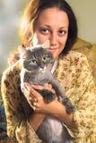 La ragazza ed il gatto Fotografia Stock Libera da Diritti