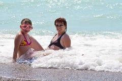 Giovane donna con una figlia Immagini Stock