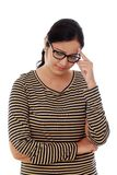Giovane donna con una testa della tenuta di emicrania Immagini Stock Libere da Diritti