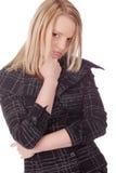 Giovane donna con uno sguardo pensive fotografia stock libera da diritti