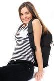 Giovane donna con uno zaino, sorrisi Immagine Stock Libera da Diritti