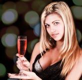 Giovane donna con vino Fotografie Stock