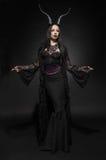Giovane donna in costume nero di fantasia Fotografia Stock Libera da Diritti