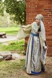 Giovane donna in costume russo Fotografia Stock