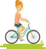 Giovane donna dei pantaloni a vita bassa del cavaliere della bicicletta con la bici nello stile piano Fotografie Stock