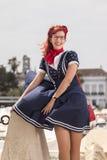 Giovane donna del Pinup in abbigliamento d'annata di stile Immagine Stock Libera da Diritti