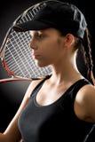 Giovane donna del tennis con la racchetta Fotografie Stock Libere da Diritti