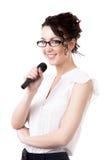 Giovane donna dell'ufficio con il microfono su fondo bianco Fotografie Stock