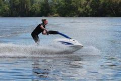 Giovane donna della foto di azione sul jet ski Immagini Stock Libere da Diritti