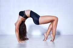 Giovane donna della ginnasta Fotografia Stock Libera da Diritti