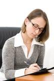Giovane donna di affari all'ufficio fotografie stock