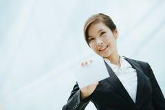 Giovane donna di affari asiatica Fotografie Stock Libere da Diritti