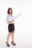 Giovane donna di affari che mostra qualcosa sul Fotografie Stock