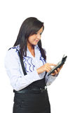 Giovane donna di affari che per mezzo del calcolatore Fotografia Stock