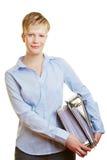 Giovane donna di affari con gli archivi Immagini Stock