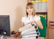 Giovane donna di affari con i documenti Fotografia Stock Libera da Diritti
