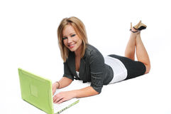 Giovane donna di affari con il computer portatile Immagine Stock