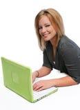 Giovane donna di affari con il computer portatile Immagini Stock