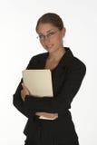 Giovane donna di affari con il dispositivo di piegatura Fotografia Stock Libera da Diritti
