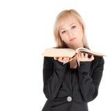 Giovane donna di affari con il libro sopra fondo bianco Immagini Stock Libere da Diritti