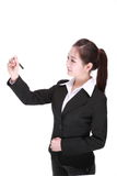 Giovane donna di affari con la penna Fotografia Stock Libera da Diritti
