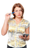 Giovane donna di affari con la penna ed il calcolatore Fotografia Stock