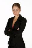 Giovane donna di affari con le braccia piegate esaminando macchina fotografica Fotografia Stock Libera da Diritti