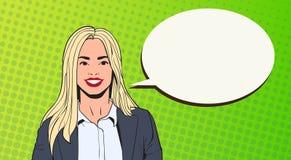 Giovane donna di affari con lo schiocco Art Colorful Retro Style della bolla di chiacchierata royalty illustrazione gratis