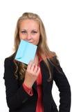 Giovane donna di affari con una busta blu Immagine Stock Libera da Diritti