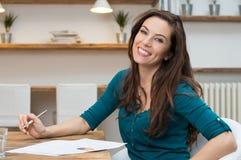 Giovane donna di affari felice immagini stock libere da diritti