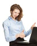 Giovane donna di affari   mostrando i trumbs su Fotografie Stock Libere da Diritti