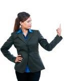 Giovane donna di affari Pointing Upward immagini stock