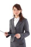 Giovane donna di affari sorridente felice con il dispositivo di piegatura Fotografie Stock