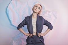 Giovane donna di affari in vestito immagini stock libere da diritti