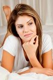 Giovane donna di bellezza che daydreaming Immagine Stock Libera da Diritti
