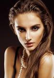 Giovane donna di bellezza con la fine dei gioielli su, Immagine Stock Libera da Diritti
