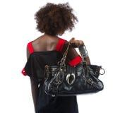 Giovane donna di colore con la borsa sopra la sua spalla Fotografia Stock Libera da Diritti