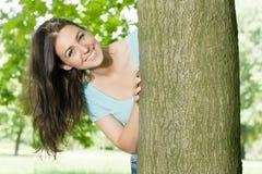 Giovane donna di felicità in sosta Fotografia Stock Libera da Diritti