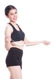 Giovane donna di forma fisica che prende le misure del suo corpo Fotografie Stock