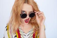Giovane donna di hippy in vestiti di stile di boho Immagini Stock Libere da Diritti
