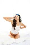 Giovane donna di mattina, allungando Immagini Stock