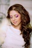 Giovane donna di modo della molla nell'interno d'annata di lux di primavera Sprin Fotografia Stock Libera da Diritti