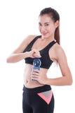 Giovane donna di sport con la bottiglia di acqua immagine stock libera da diritti