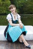Giovane donna in dirndl fotografia stock