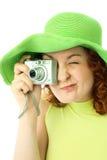 Giovane donna entusiastica con una macchina fotografica Immagini Stock